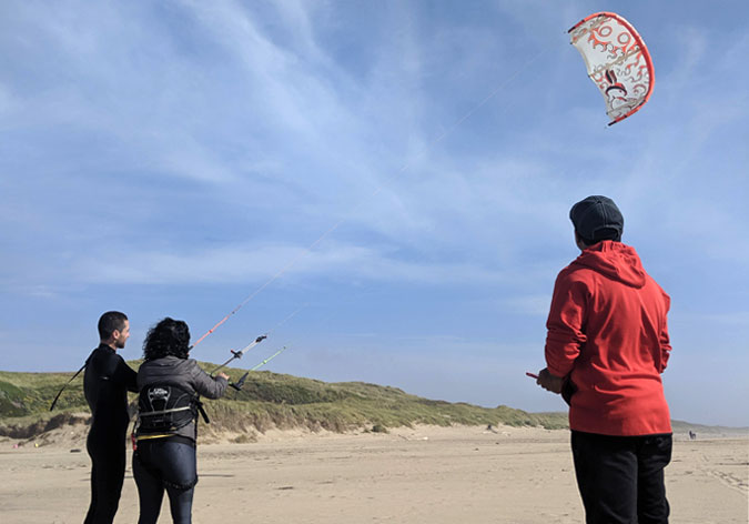 Teaching and Learning How to Fly Kitesurfing Kites